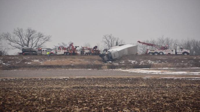 Two dead, 4 injured in Rock County collisions
