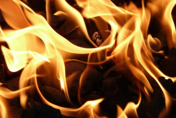 East Point apartment fire: one dead, many displaced